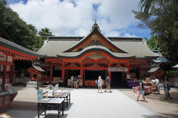 Der Aoshima-Schrein in der Inselmitte