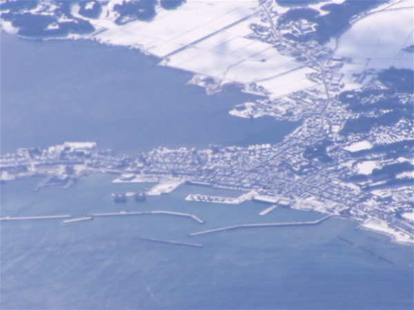 Blick aus dem Flugzeug auf Ryōtsu und den Kamoko