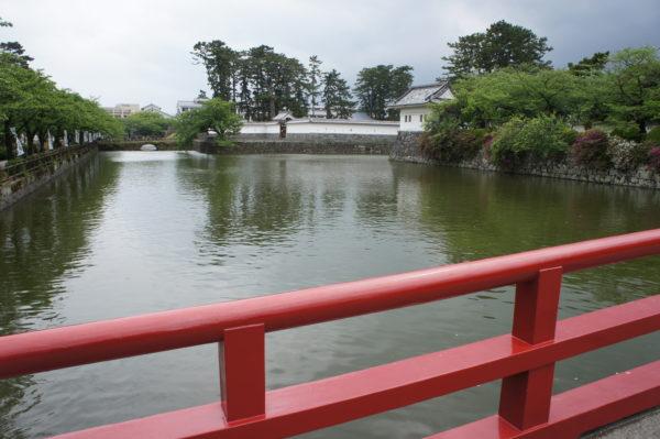 Burggraben und Yagura der Burg von Odawara