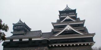 Donjon und kleiner Donjon des Kumamoto-jō (Burg von Kumamoto)