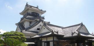 Der erhalten gebliebene Donjon der Burg