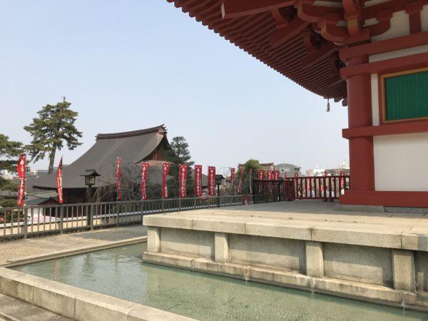 Am Sockel der Pagode im Kongō-ji