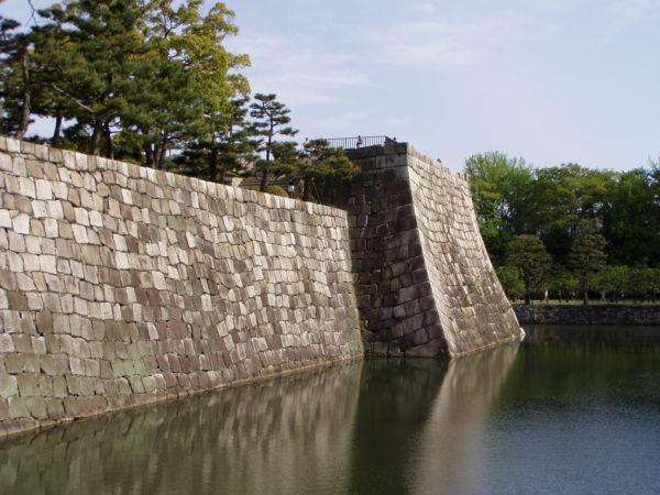 Burggraben und Mauer des Honmaru