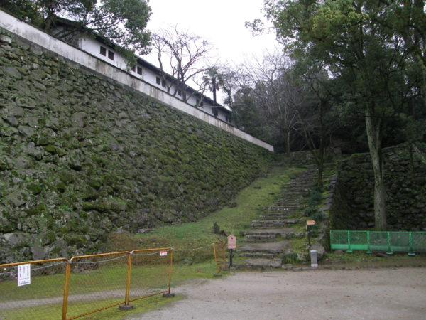 Treppe und Mauer des Ninomaru