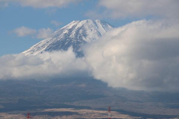 Der Gipfel, von Gotemba aus gesehen. Gut zu erkennen: Die Wanderrouten