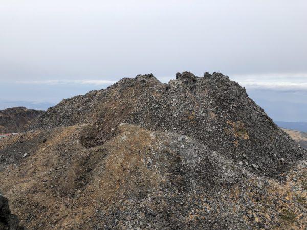Blick vom Gipfel des Shichikōsan auf den Shinsan, den Hauptgipfel