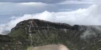 Blick vom Karakunidake auf einen der Krater