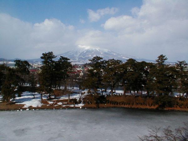 Der Iwaki-san, photographiert von der Burg in Hirosaki.