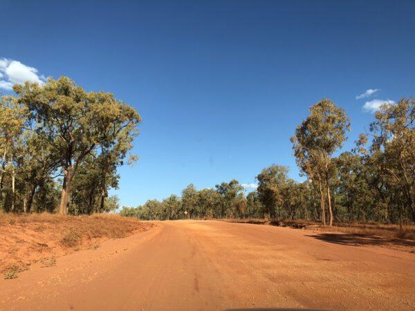 Unbefestigte Piste im Outback