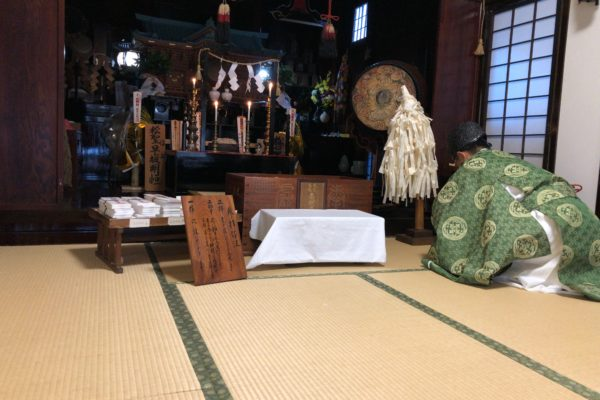 Morgengebet in einer Tempelherberge