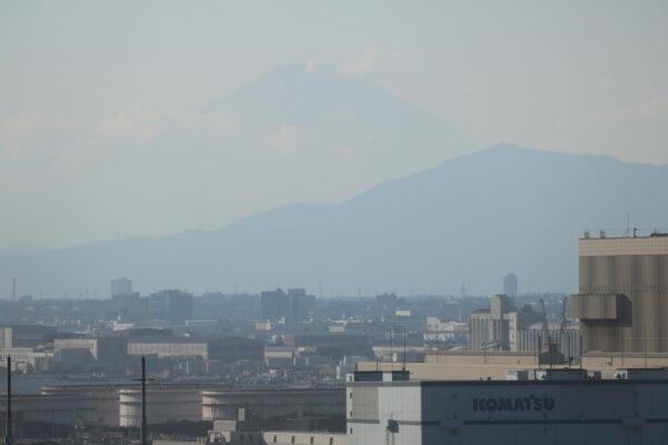 Blick vom Hafen der Stadt Richtung Oyama und Fuji-san