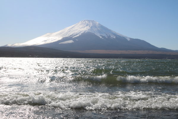 Fuji-san mit dem Yamanaka-ko im Vordergrund - im Februar