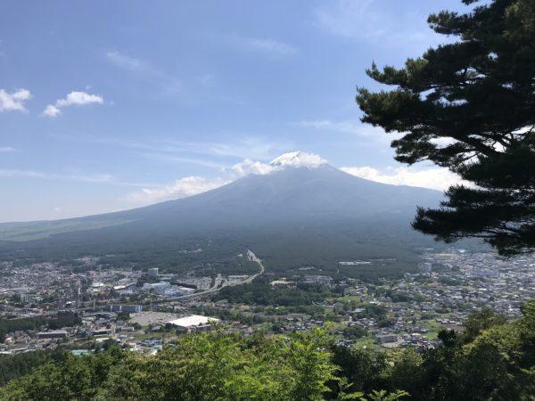 Blick vom Kachikachiyama auf den Fuji-san auf Fuji-Yoshida und den Fuji-san selbst