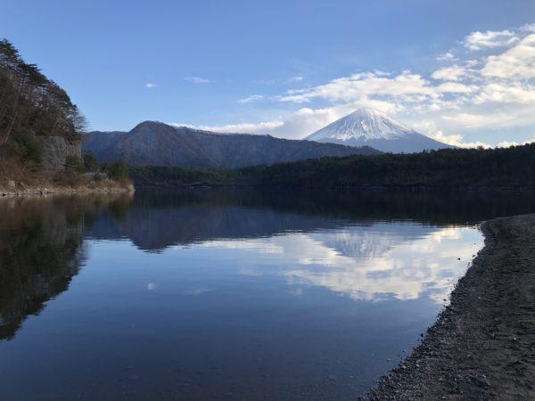 Blick vom Nordwestufer des Sai-ko auf den Fuji-san