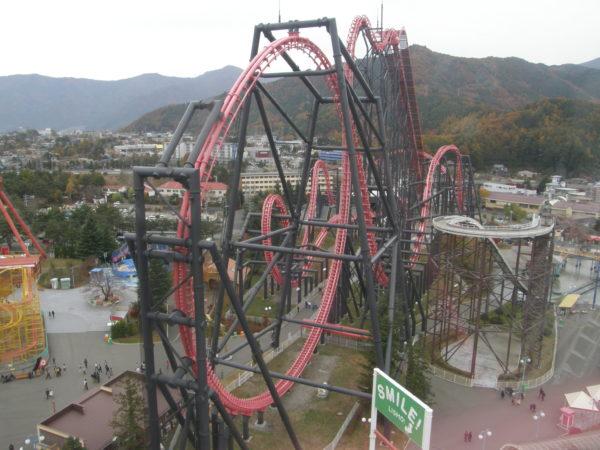 Eine der Achterbahnen des Fuji-Q-Highlands