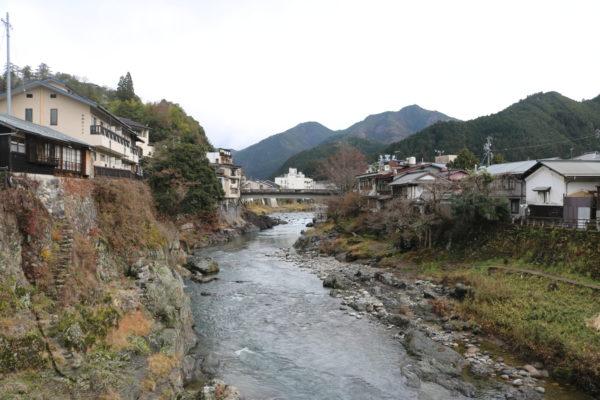 Der Yoshida-Fluss im Stadtzentrum von Hachiman