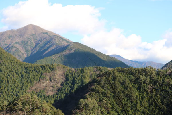 Bergwelt an der Sumata-Schlucht - im Winter
