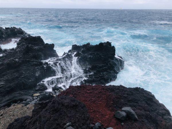 Die Küste von Hachijōjima. Das Meer ist hier meistens rau