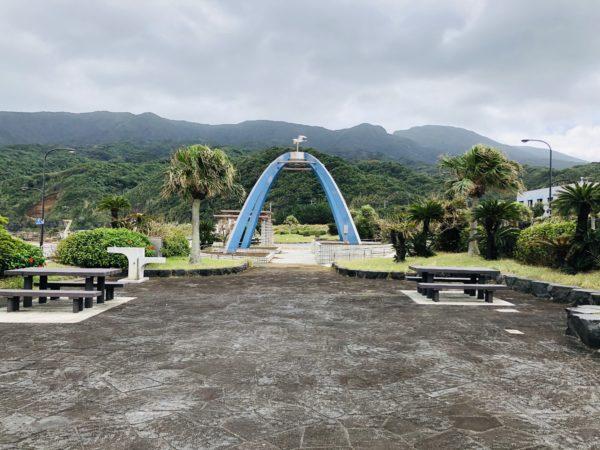 Kleines Denkmal am Hafen Sokodo