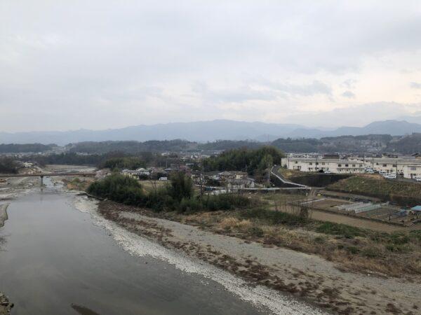 Der Kabura-Fluss im Stadtinneren