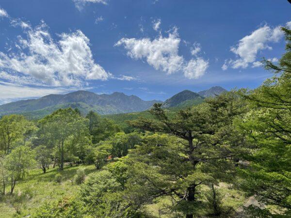 Direkt hinter dem Park beginnt das Yatsugatake-Gebirge