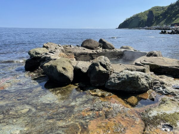 Heiße Quelle Seseki-Onsen direkt am Meer