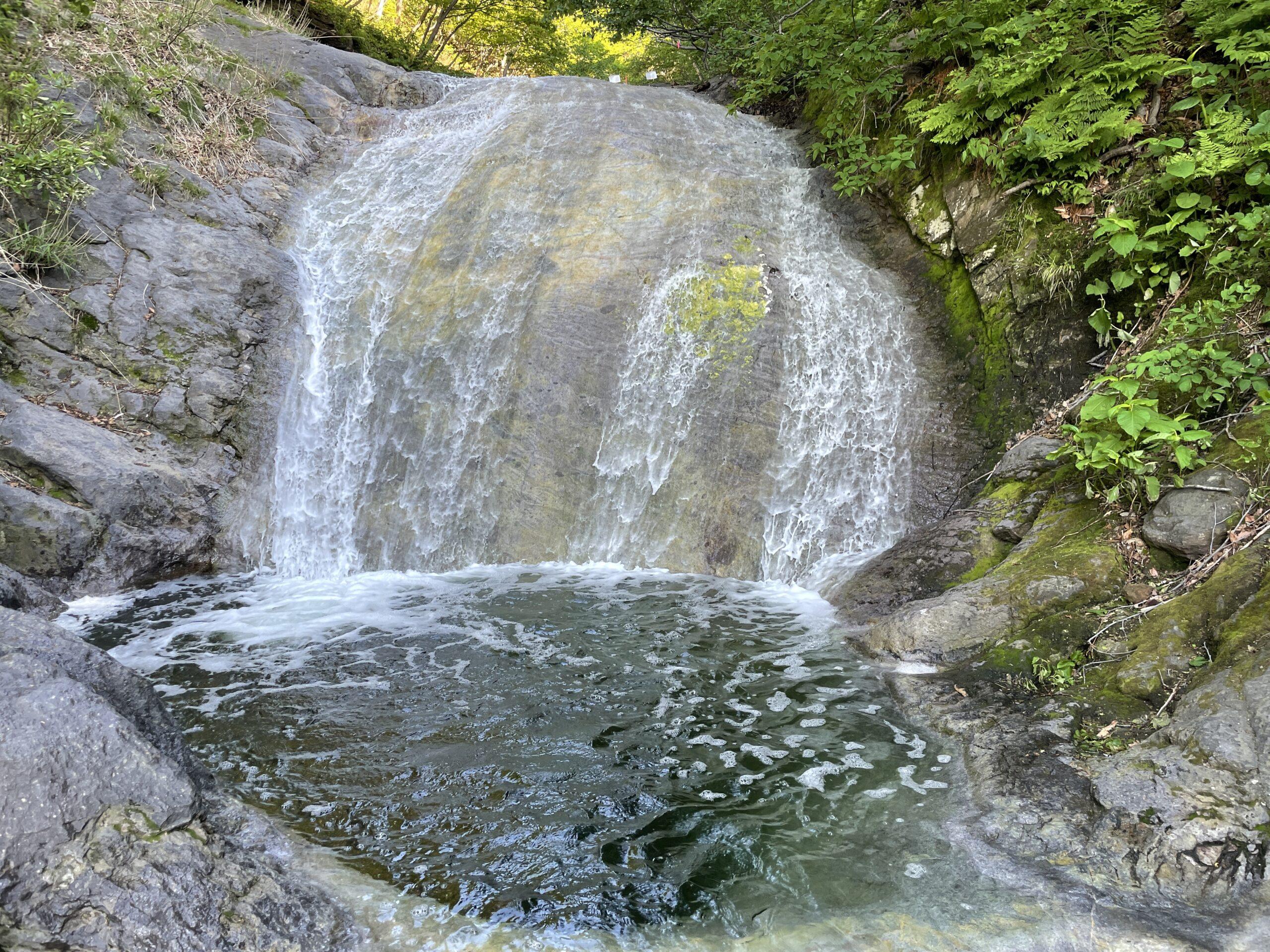 Unterer Teil des Kamuwakka-Wasserfalls, der wohlgemerkt sehr warm ist