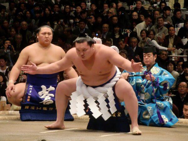 Hakuho 2021 beim Dohyo-Iri, dem Ritual des Ringbesteigens